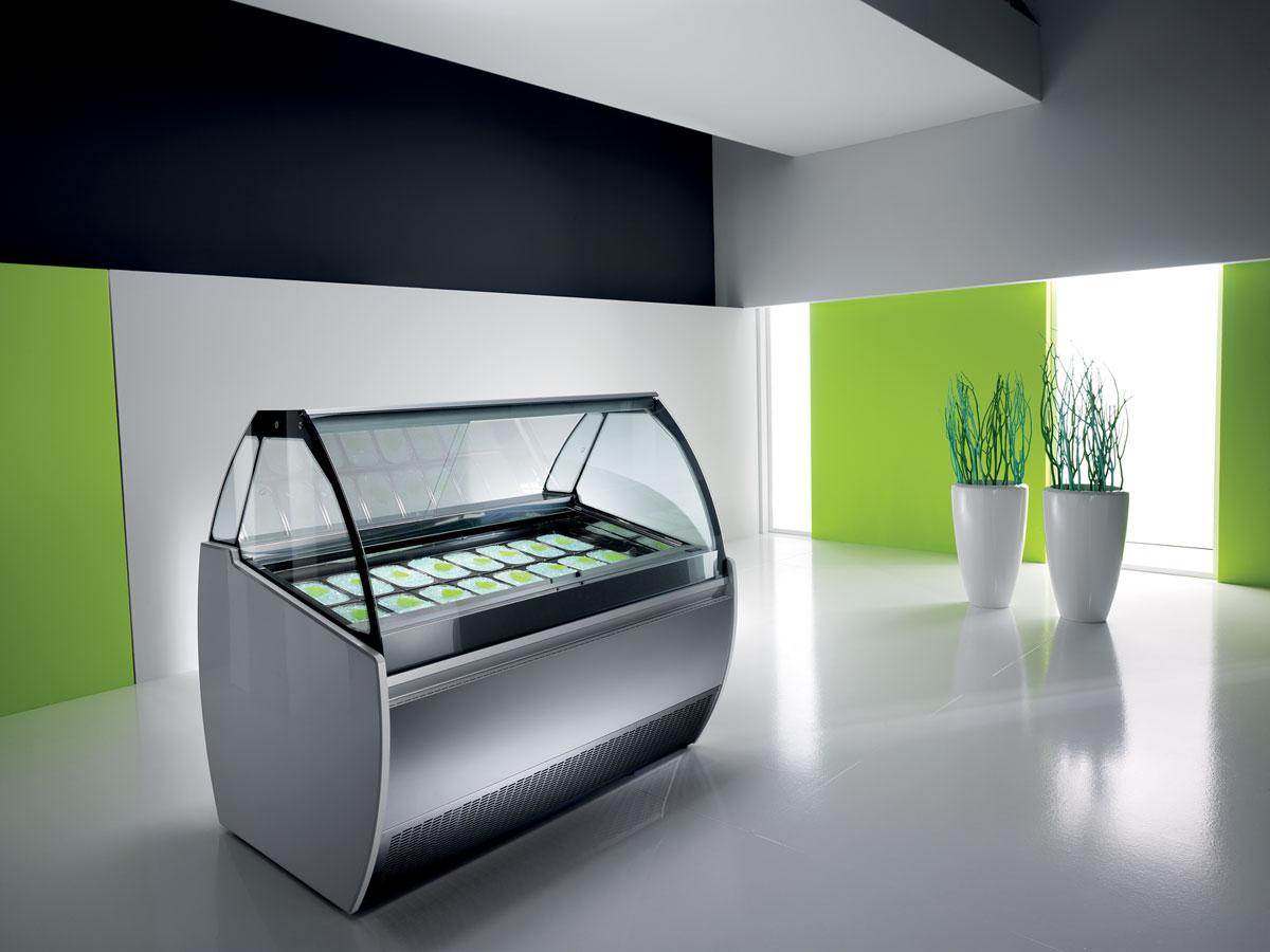 vetrina gelateria alba