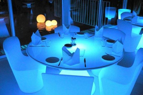 Tavolo luminoso ed ii ideale per l 39 arredo ristorate e l - Tavolo luminoso per disegno ...