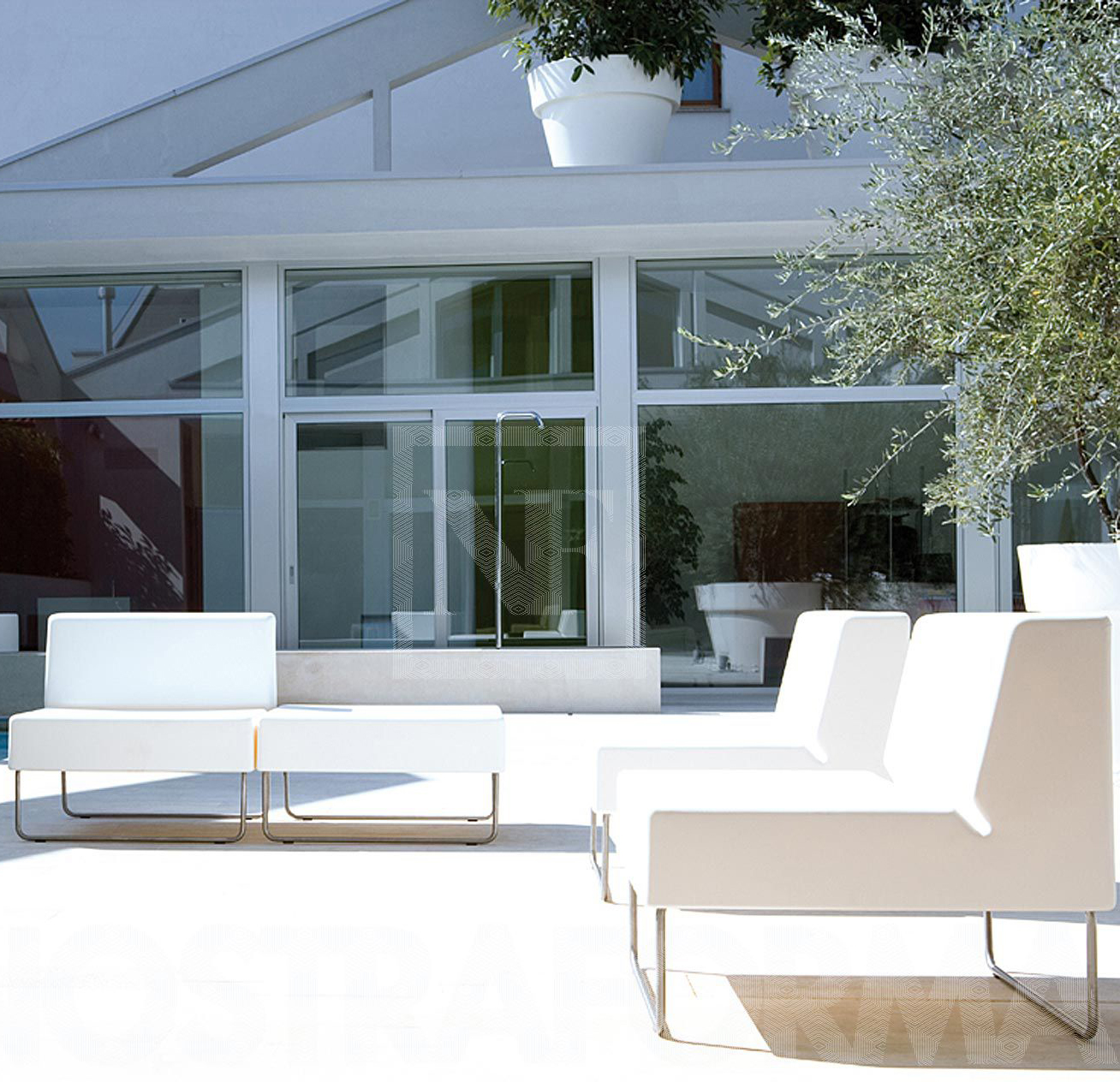 Arredamento bar esterno set tavolo sedie marrone poly for Arredamento da esterno per bar